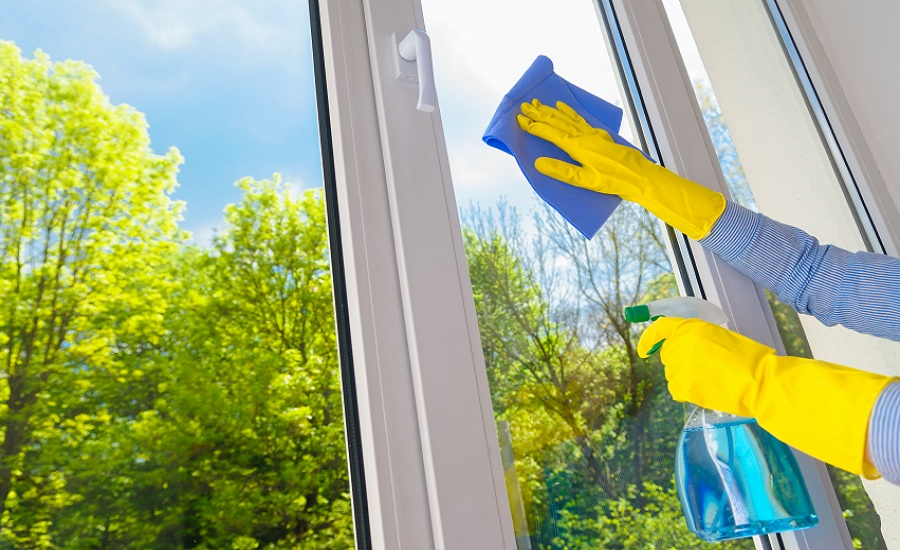 4 Window Cleaning Secrets from the Pros